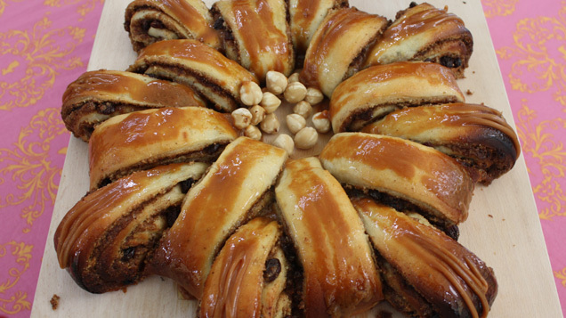 Khade\'s Savoury Bake: Cinnamon, Hazelnut & Raisin Tea Ring