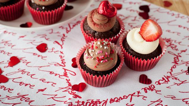 Chocolate & Cream Valentine's Cupcakes