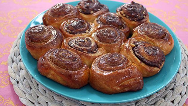 Yeast dough roses pie