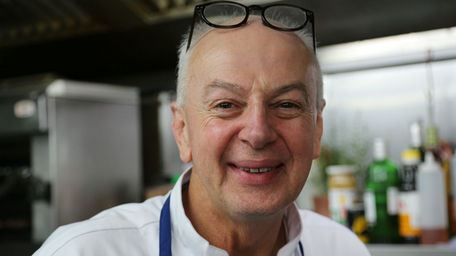 Bobby Kerr suffered a kitchen hair scare on The Restuarant