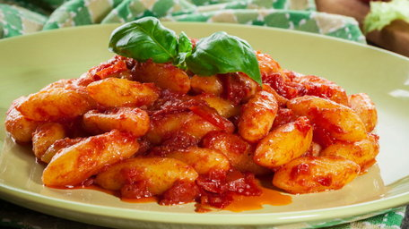 Gnocchi with Tomato & Mozzarella Sauce