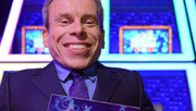 3player | Celebrity Squares, 28/06/2015. Warwick Davis hosts a 21st century version of the classic game show.